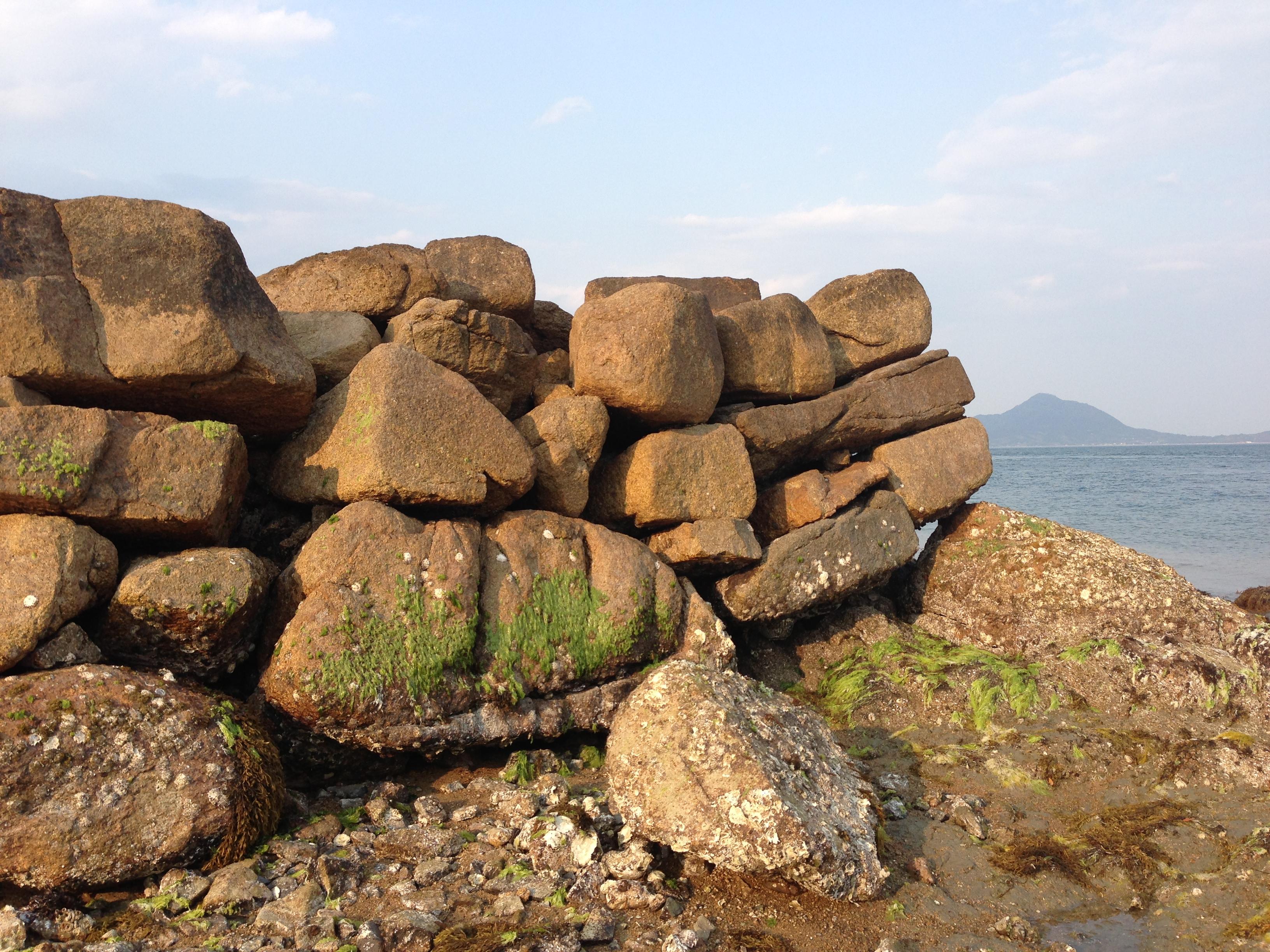 海が割れる?!甘崎城跡で起こる年に数回しかない「海割れ現象」を見逃すな!