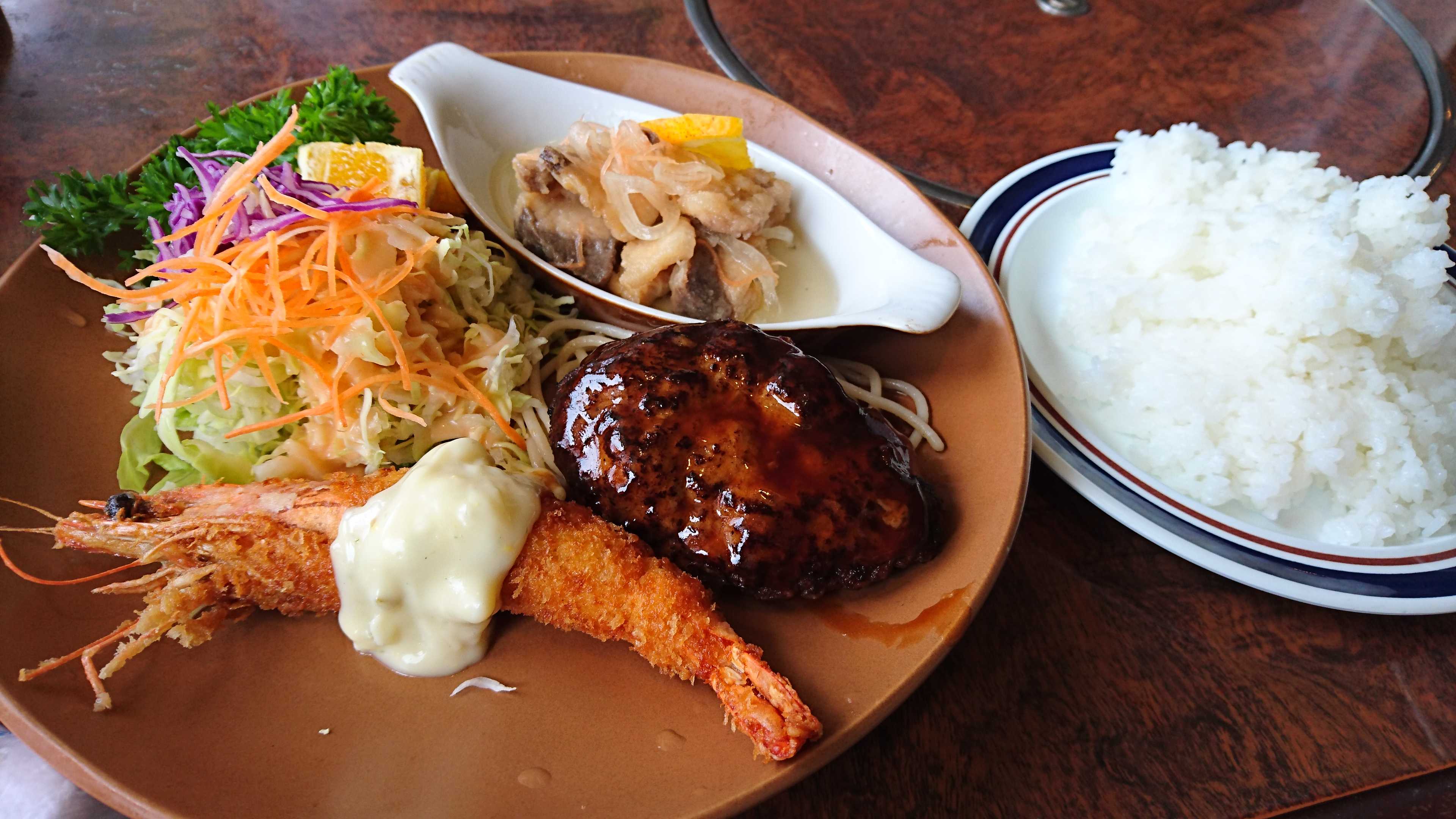 西条市にある20年以上続く老舗洋食屋「れすとらん長崎屋」のサービスランチがお得!!