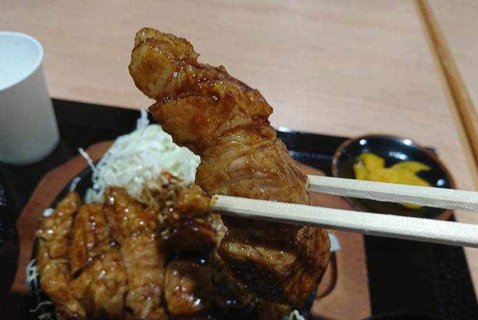▲ほどよく切られているお肉は改めてナイフを入れる必要はないほどに柔らかく!