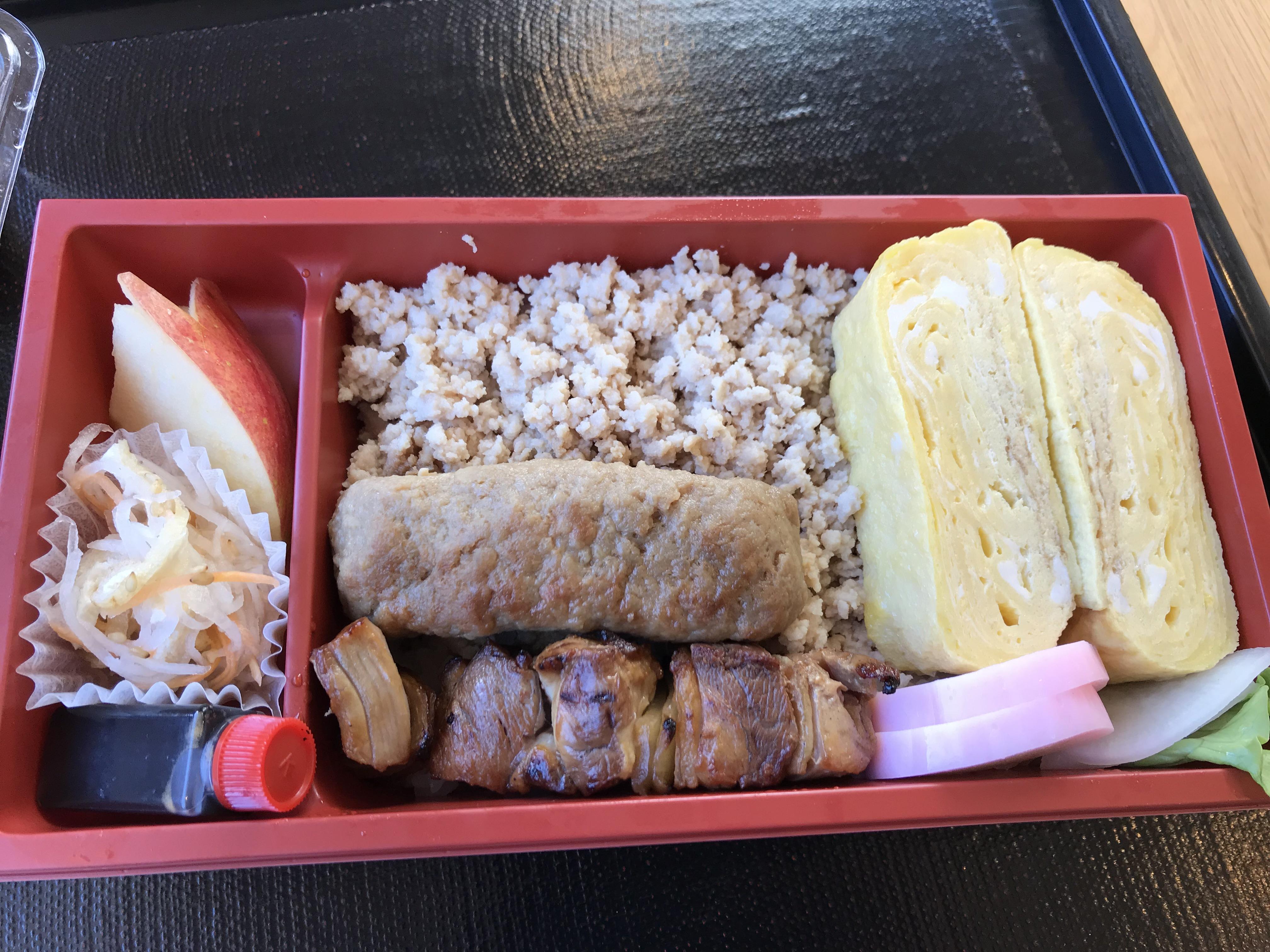お花見におすすめ!八幡浜港すぐ「地鶏のごちそう。」の「鶏そぼろ弁当」を食べてきたよ!