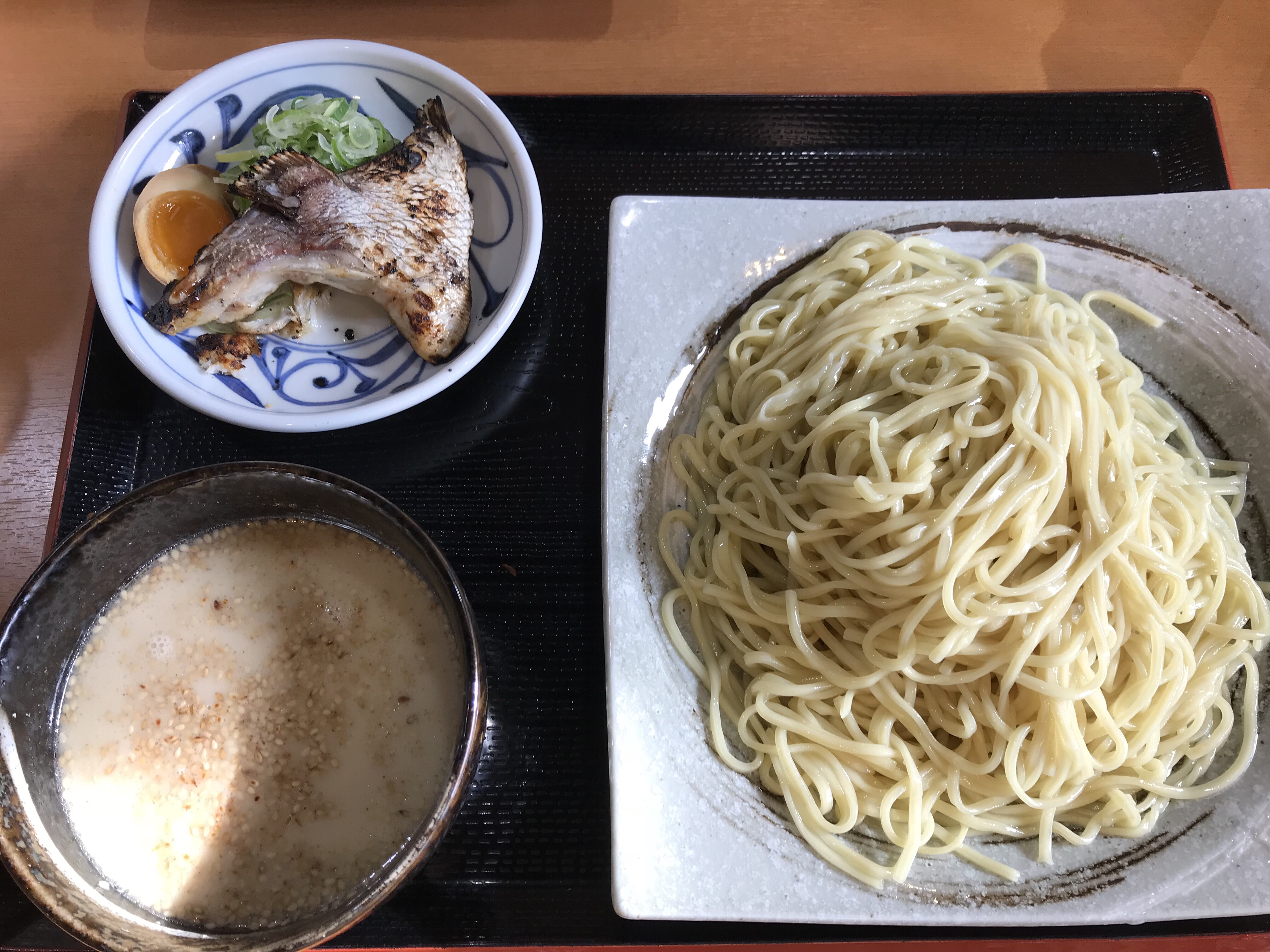 愛媛の新名物になるかも!?松山市にある「らーめん萬楽」の「伊予路の鯛みそつけ麺」が美味しかった!