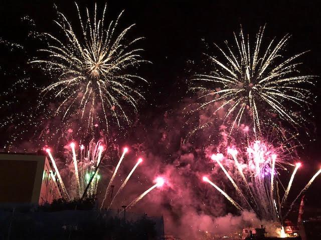 花火との距離が近い!毎年8月15日は「八幡浜みなと花火大会」で楽しもう!