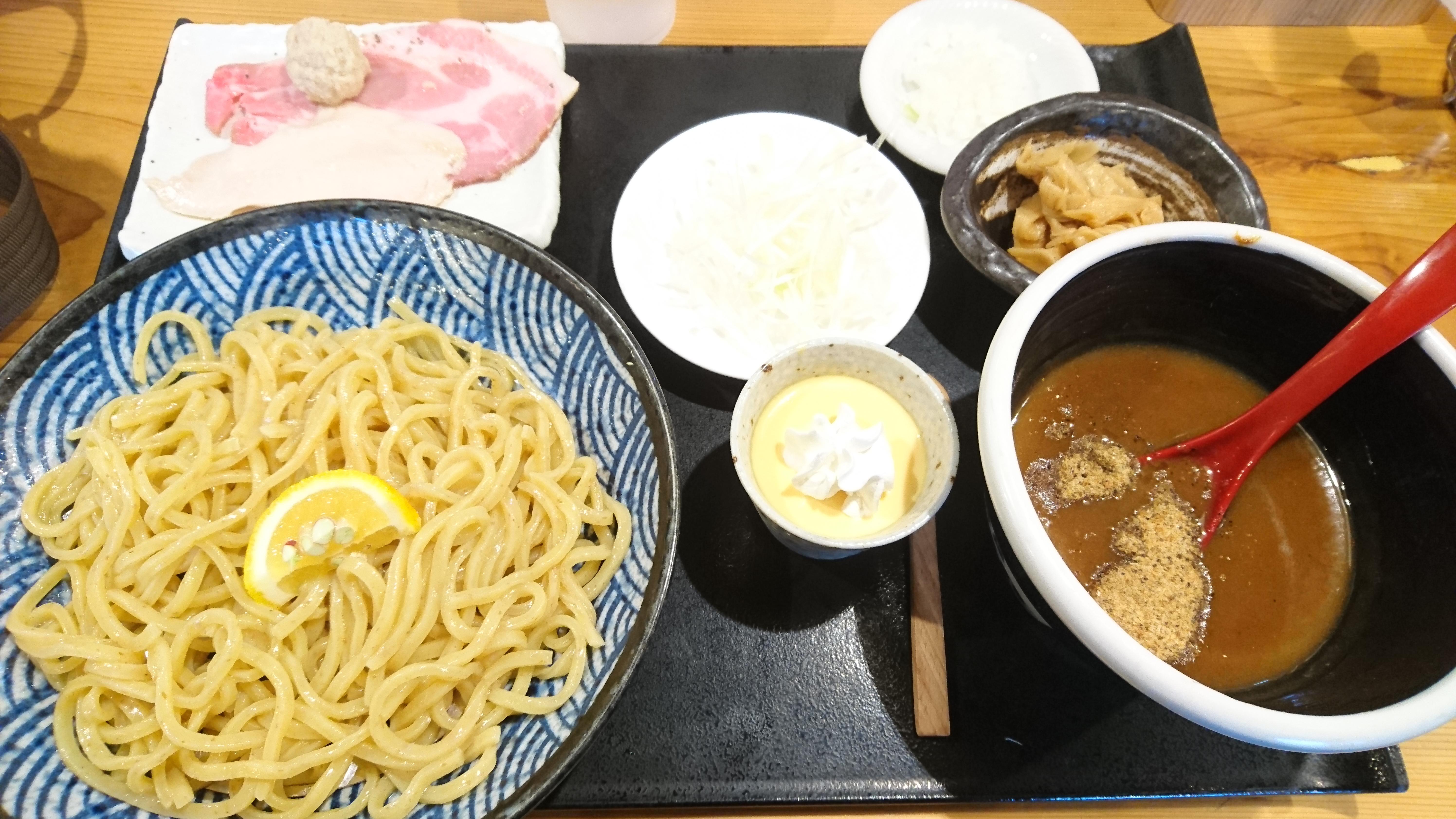 極太のつけ麺が魅力!大洲市にある「AJI10」(アジト)で「つけ麺」を食べてきました!