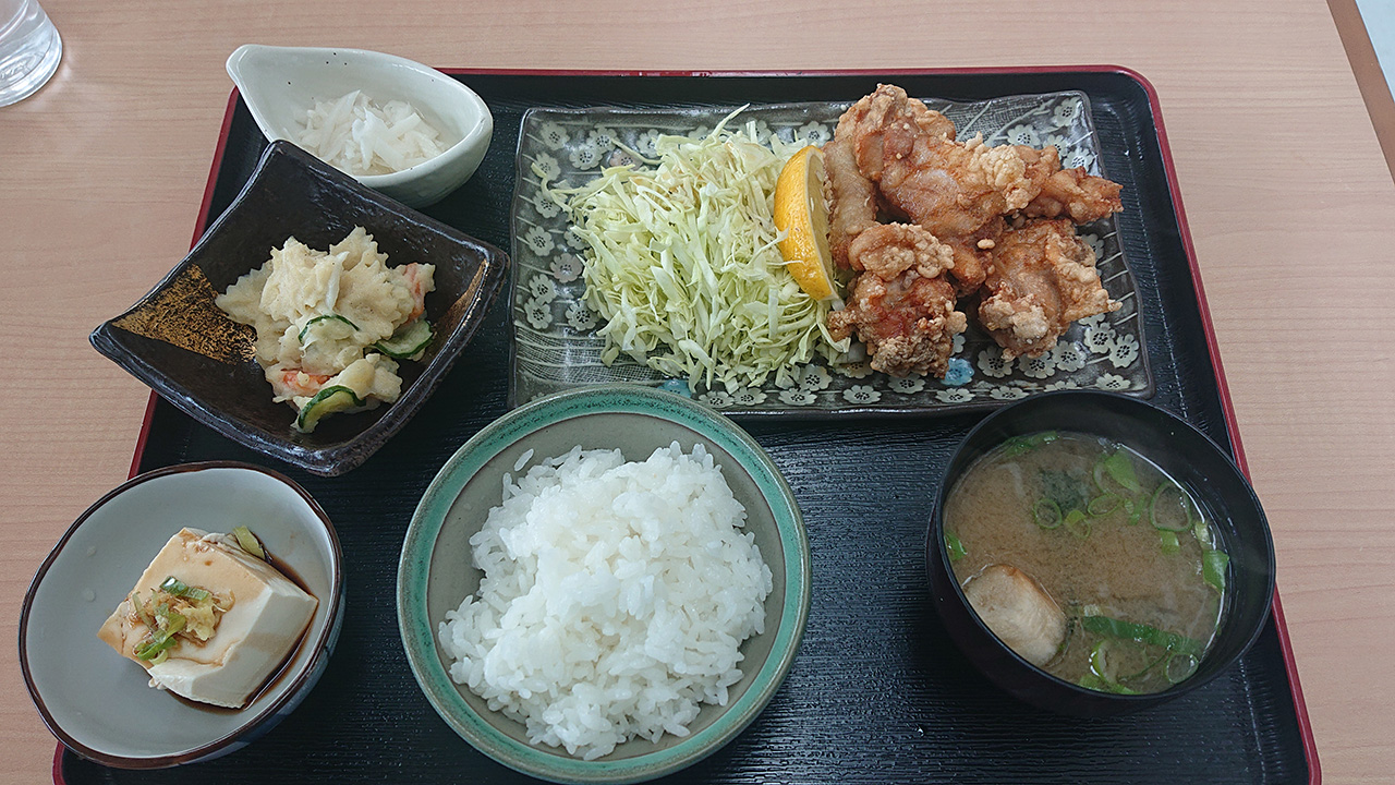 おいでよ富郷!四国中央市の法皇湖湖畔にある展望レストラン「湖畔のやかた」は、「鶏のからあげ定食」も美味い!