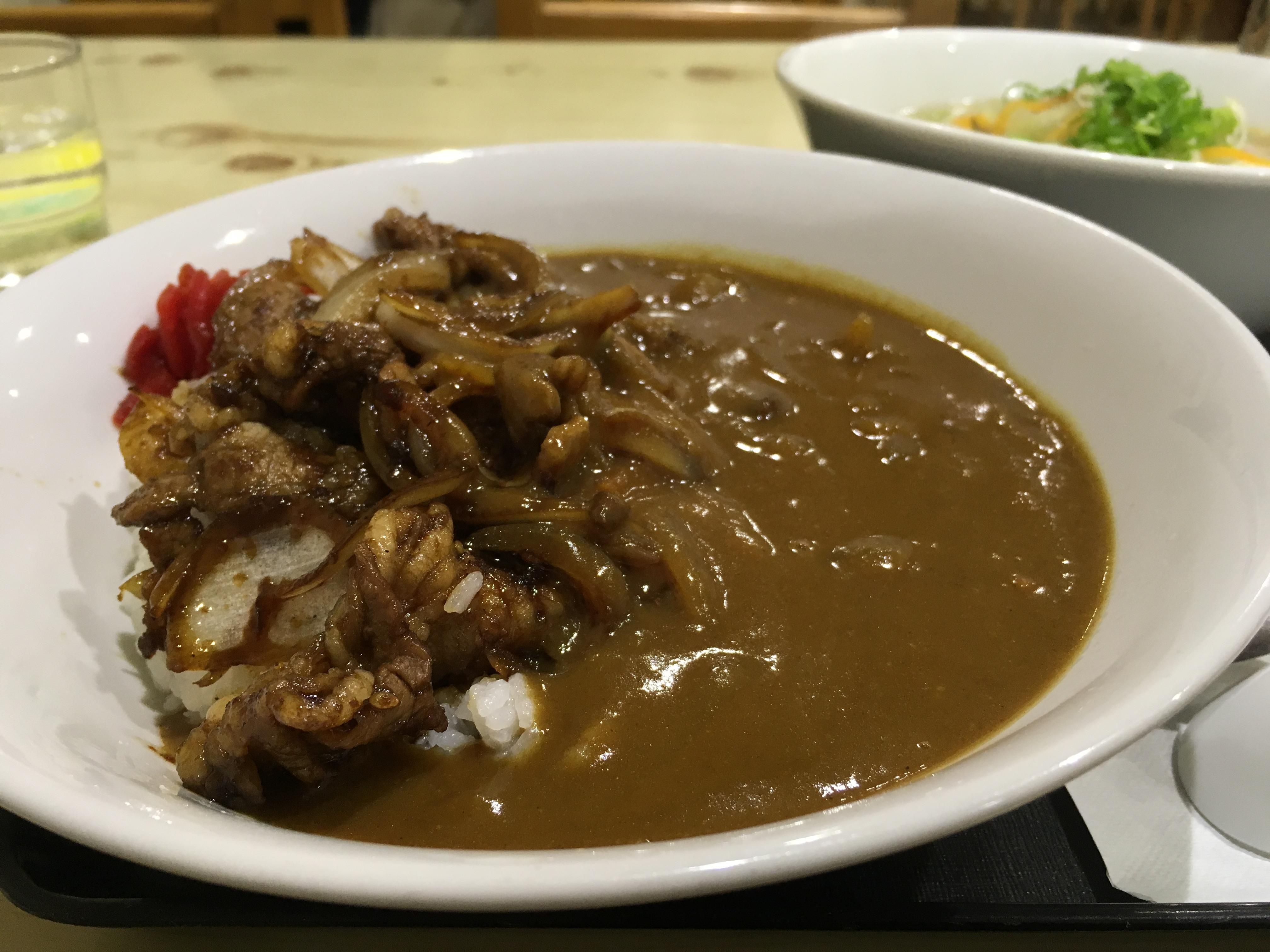 夢の合体が実現!?八幡浜港そばにあるフジ観光の「焼き肉カレー」を食べてきました!
