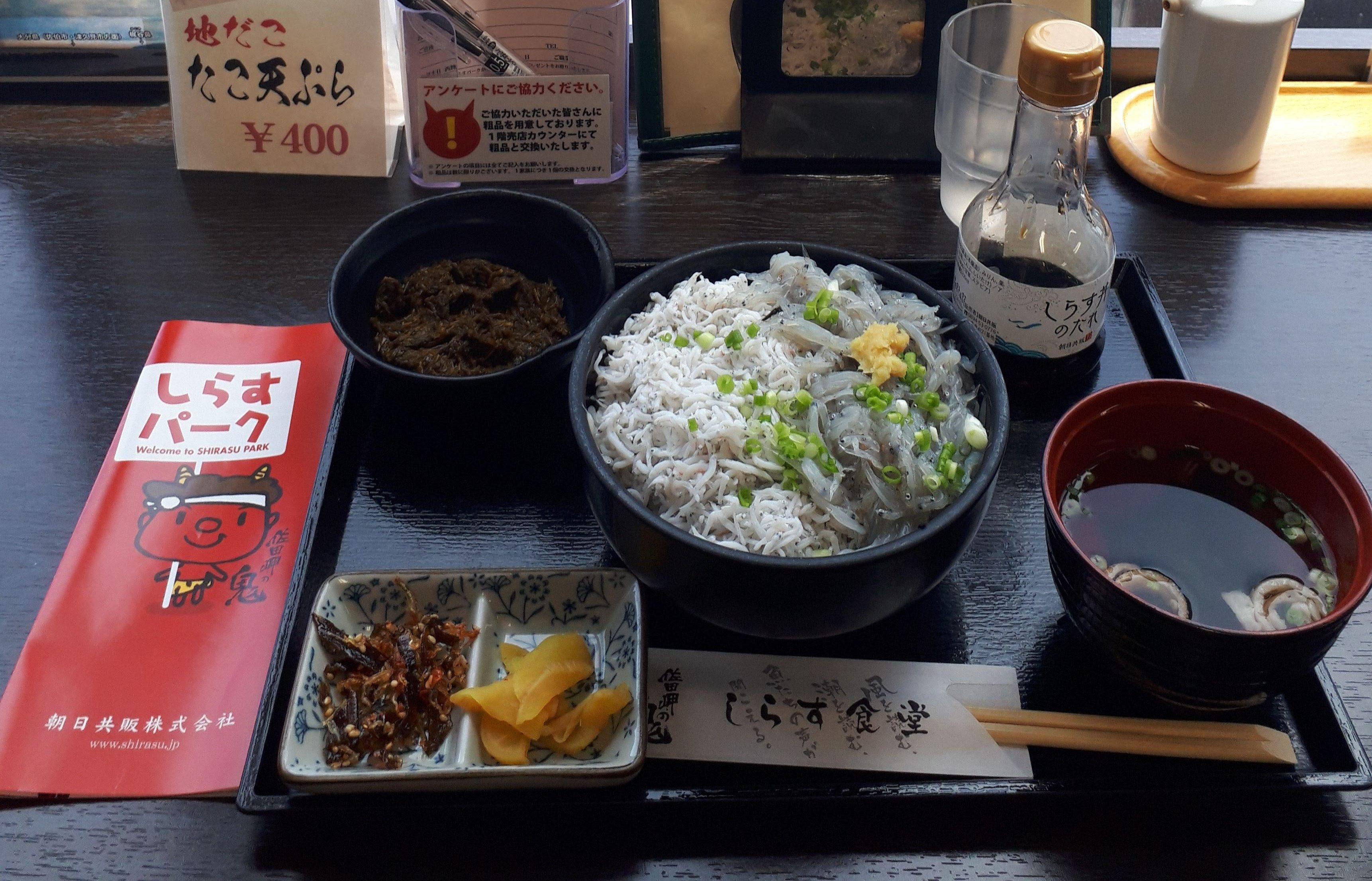 リピートしたくなる!伊方町川之浜「しらすパーク」にある「釜揚げ・生しらす2色丼」を今日も食べてきたよ!