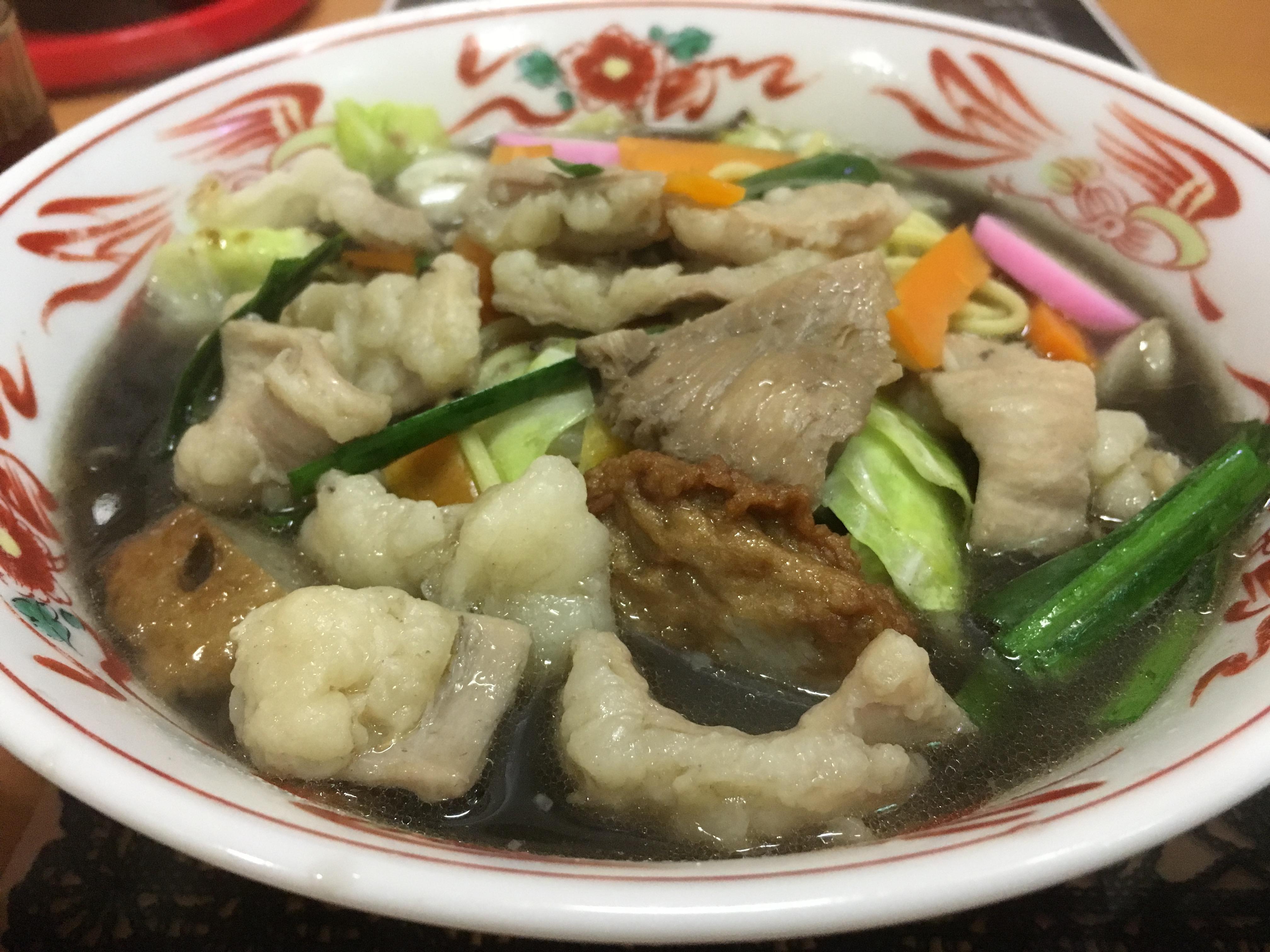モツがたっぷり!染み出るスープがたまらない!愛花亭の「もつ黒だしちゃんぽん」が絶品!