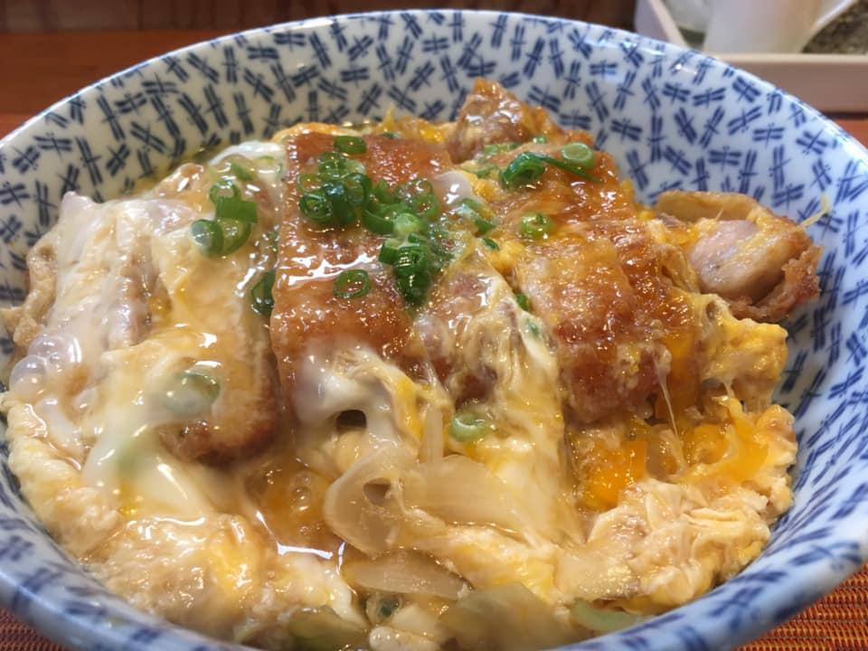 「イタリアン」×「カツ丼」の変化球!?西条市にある「アルバトロス」の「カツ丼」は香味豊かな一品だったよ!