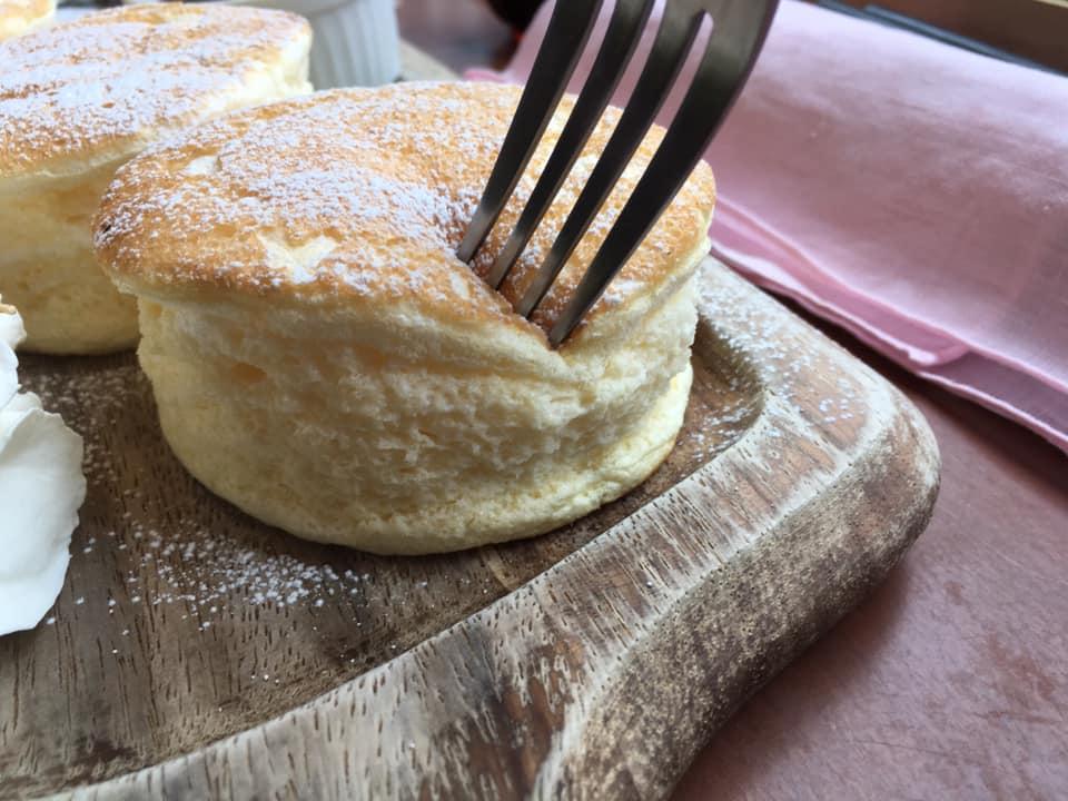 舌で溶けるほどのフワトロ感!大街道にある「CAKES MATSUYAMA」の「スフレパンケーキ」を食べてきたよ!