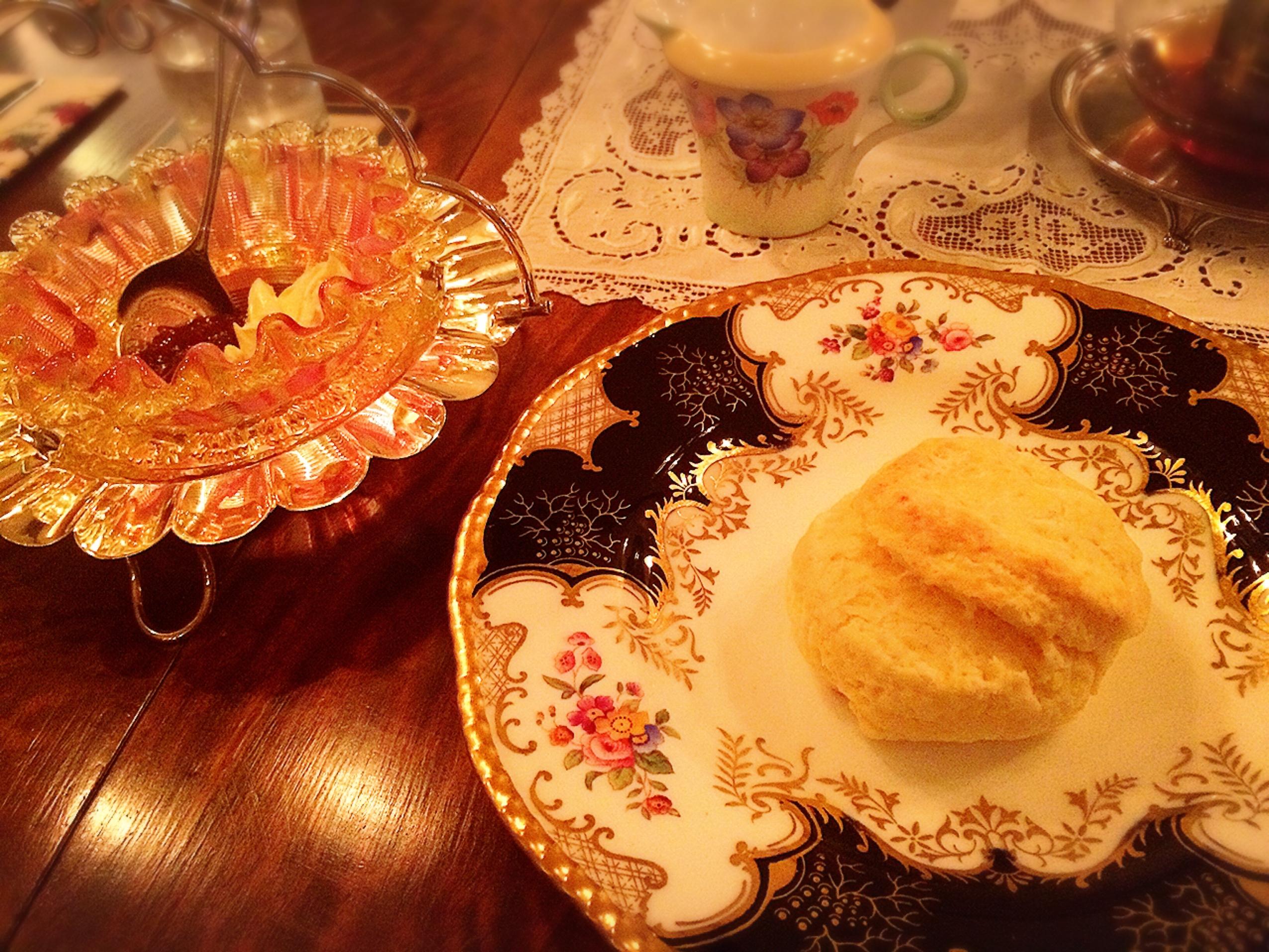 """松山・鷹ノ子駅近く!非日常空間のイギリス家具店にある紅茶専門店 「アンティークリッチモンド」で""""クリスマスティー""""をいただいてきたよ!"""