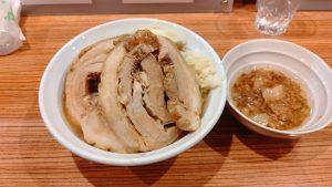 愛媛こってりラーメン界に超注目の新店が! 松山市にオープンした「豚もと」へ一直線!!