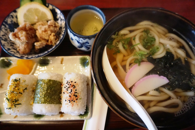 メニューが豊富!大洲市長浜町のファミリーレストラン「よりみち」で「うどん定食」を食べきたよ!