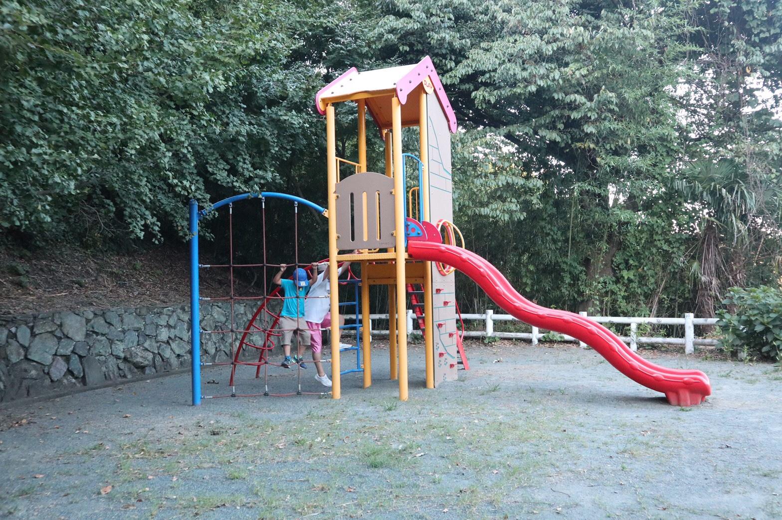 大人も楽しめる遊具がいっぱい!?伊方町にある自然に囲まれた「レッドウイングパーク」で遊んできたよ!