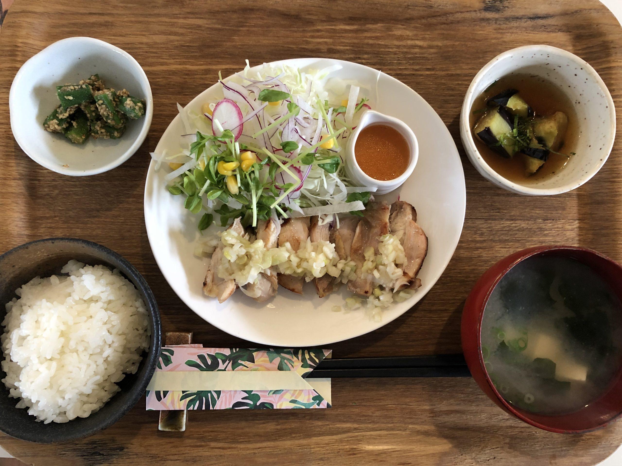 JR内子駅のすぐ近く!「cafeBeanS」(ビーンズ)で「気まぐれランチ」を食べてきました!