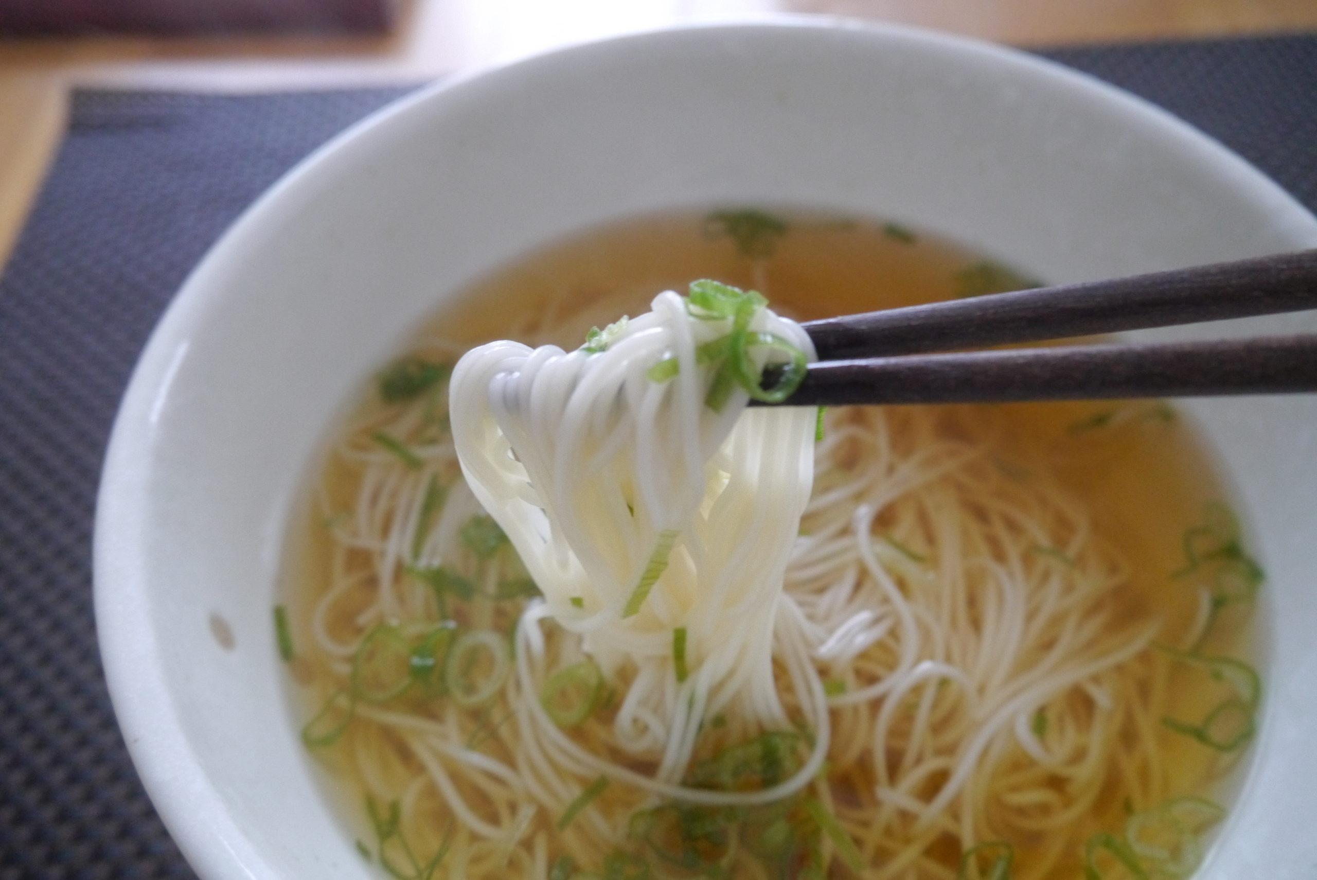 食欲がない時にピッタリ!美川手延べそうめんの「あごだしスープで食べる美川にゅうめん」を食べてみたよ!