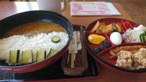 日本最大!?大洲市「鹿野川荘」の超巨大な「鹿野川ダムカレー」を食べてきました!