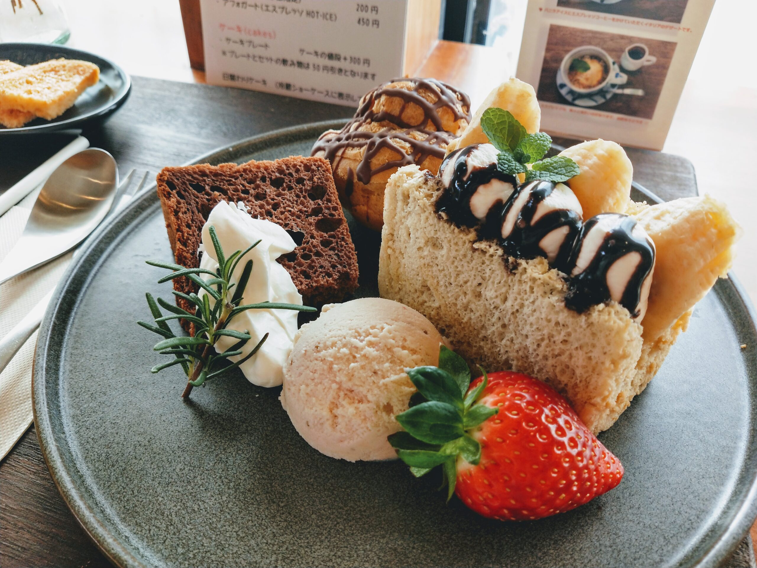 ドライフラワーとスイーツの癒し空間「mugi cafe」!ケーキプレートを堪能