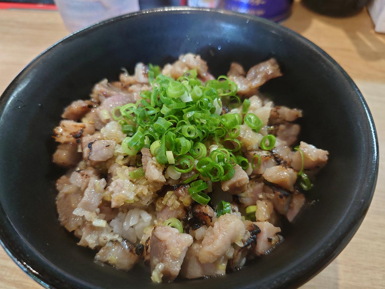 中華そばの超人気店!西条市・桜三里の「心」で「チャーシュー丼」を食べてきた!