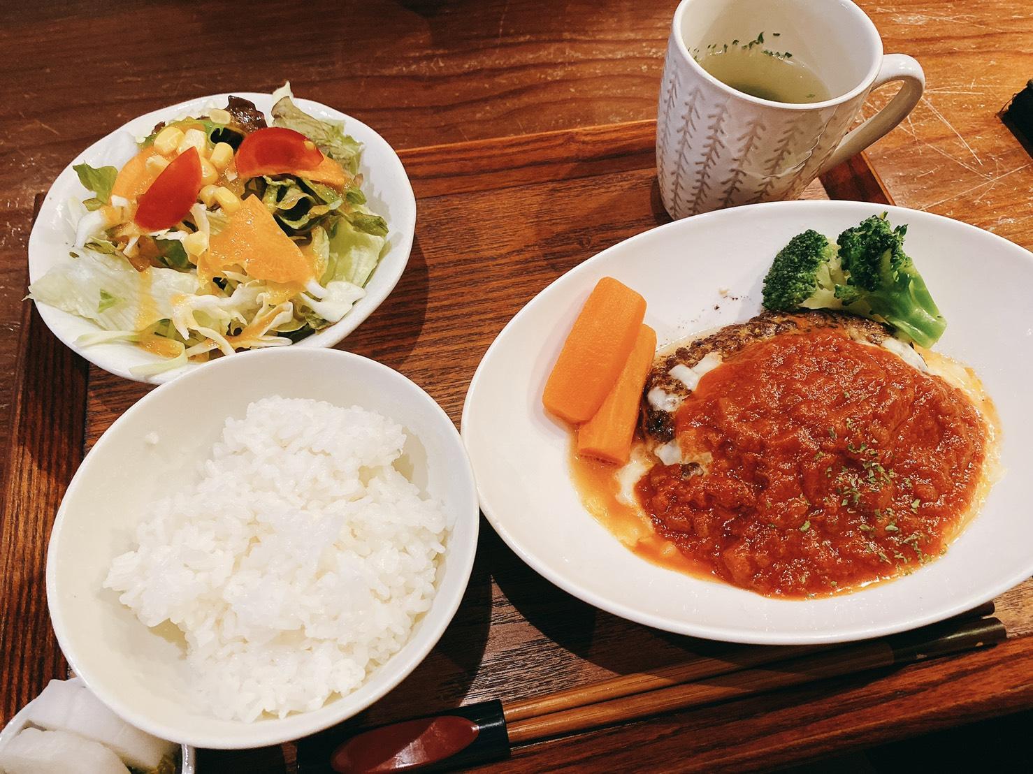 大洲城すぐ近く!カフェ「羅り瑠れ櫓」(らりるれろ)で「イタリアチーズハンバーグセット」を食べてきたよ!